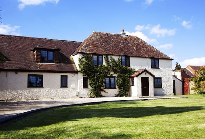 The Wilderness - Nr Bath -Sleeps 8-16 - Heywood - Hus