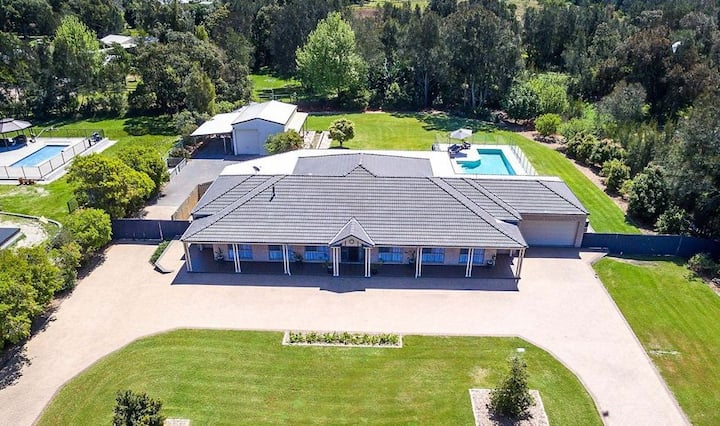 Coast and Country Estate - 15m Lap Pool and Minutes to the Beach
