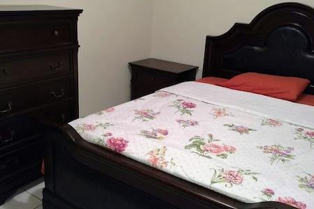 Kyle's Place Private King Suite - Mandeville
