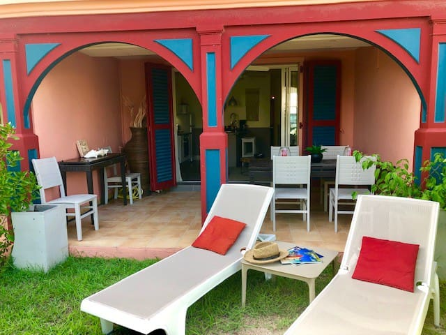 ORIENT BAY: Appartement à 20m de la plage à pieds