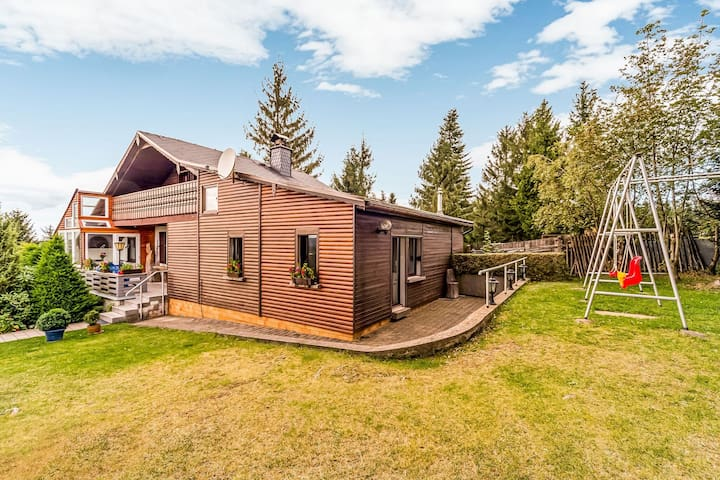 Beautiful detached holiday home with sauna adjacent to the Rennsteig in Thuringia