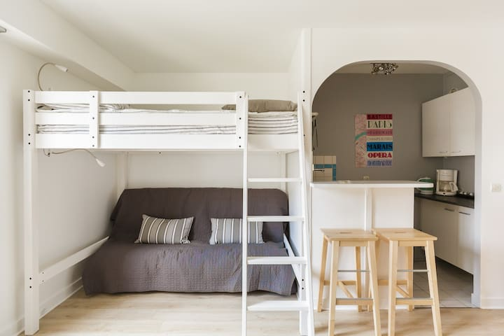 Renovated bedsit, clear and large #Bastille
