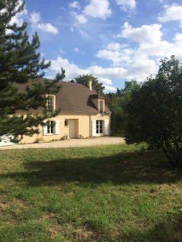 Maison familiale au vert - 1 heure Paris - Richebourg