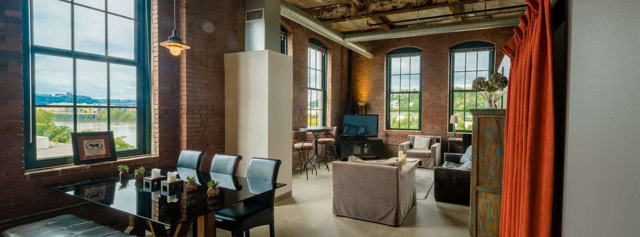 Rare Luxury Loft, City/River Views, Best Location!