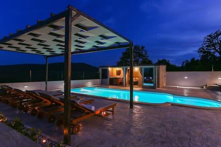 Villa Oaza mira  *****