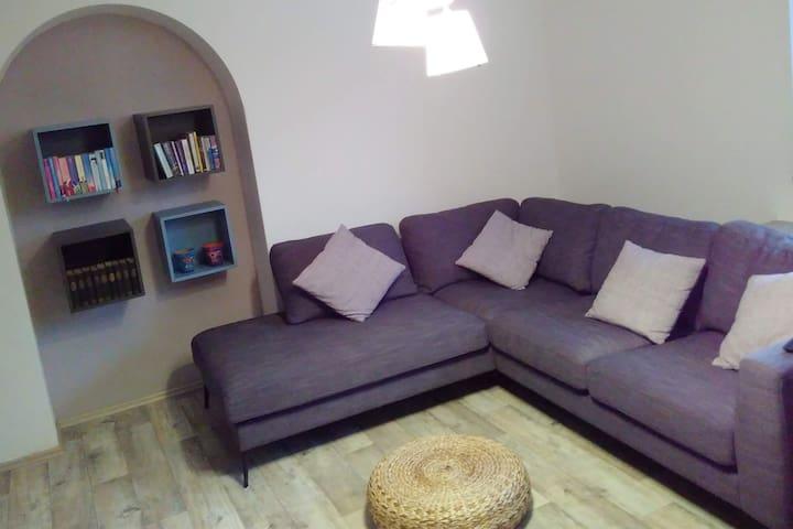 Cozy 86m² apartment/calm sourrounding/near airport