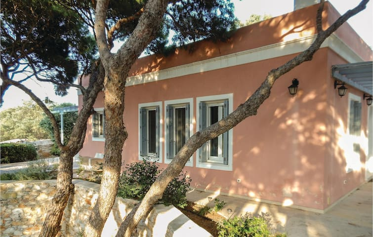Holiday cottage with 3 bedrooms on 145 m² in Parakopi