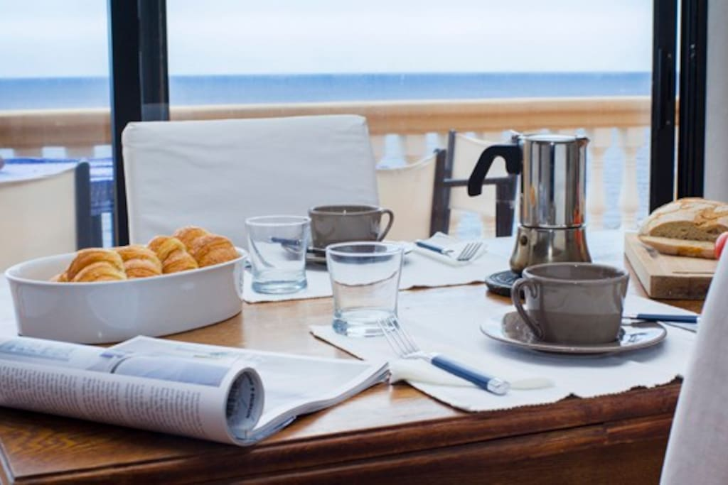 Amazing breakfast with sea views