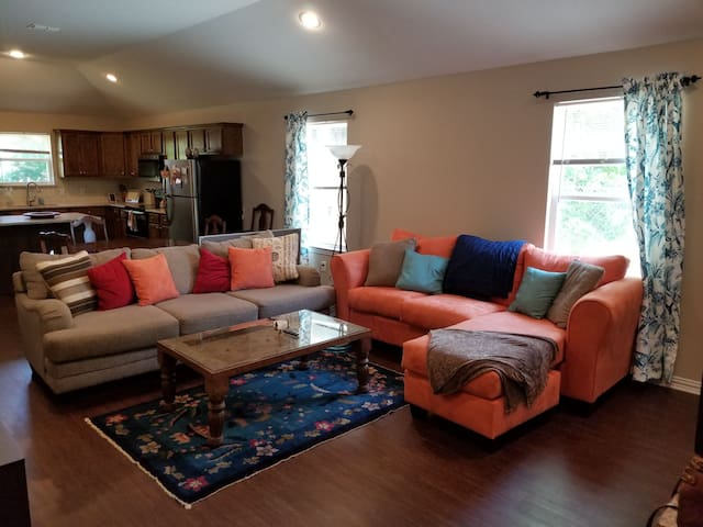 New Home-1BD/1BTH Shared -8 Min from Downtown