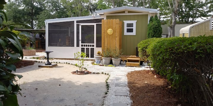 Heart of Navarre Tiny House Guest Cottage