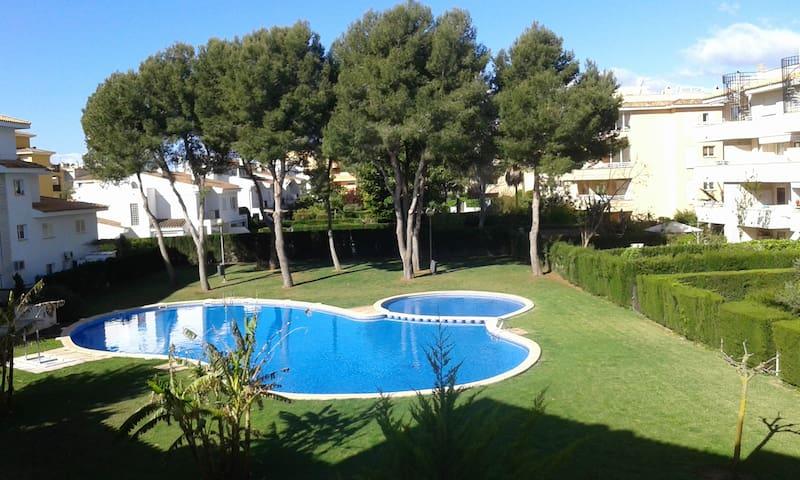 Tranquilo y luminoso apartamento con piscina. - Maioris Decima - Kondominium