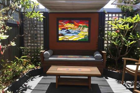 Beachlands courtyard studio
