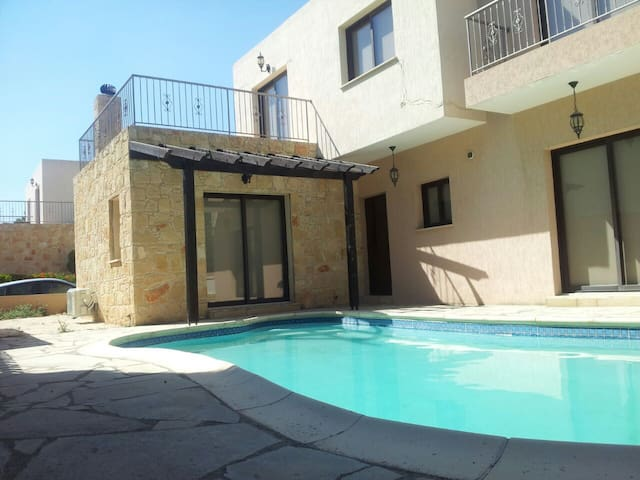 Luxury 4 bed Villa in Paphos with Private pool.