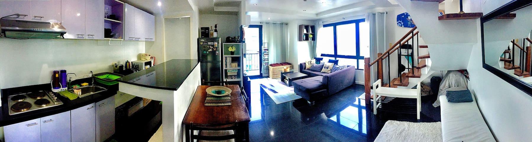 Large SubPenthouse in Ortigas w/ Netflix & Videoke