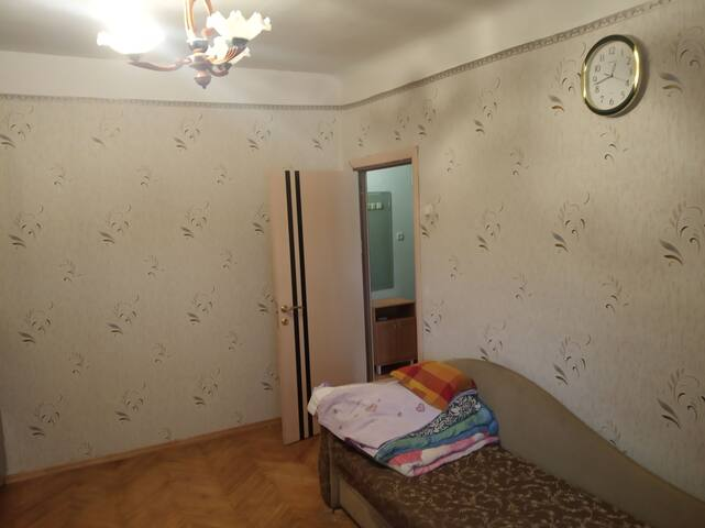 Room with perfect location 4 min to metro station