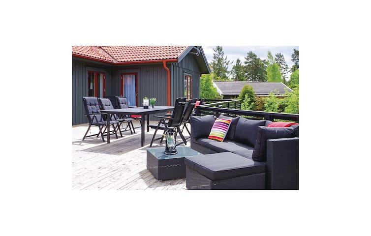Holiday cottage with 5 bedrooms on 120 m² in Mönsterås