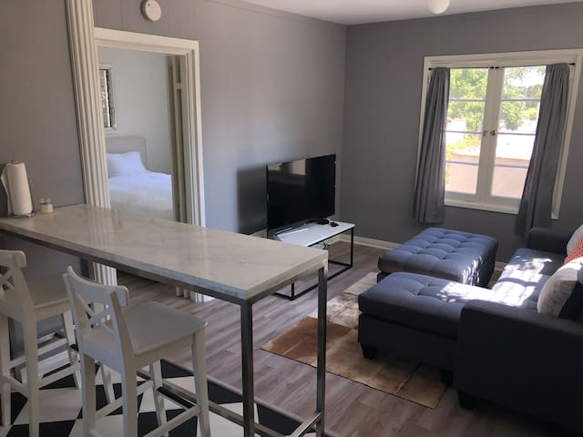 Isolate in PARADISE: Charming 1BR West Hollywood