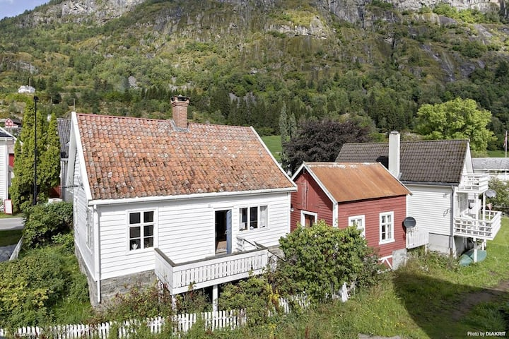 Charming old house by the fjord in Solvorn, Sogn