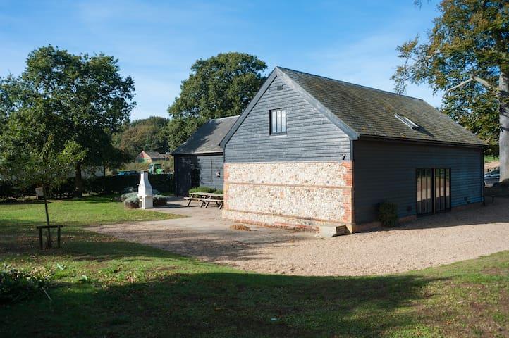 Sleeps 16 - Beautiful country barn with hot tub