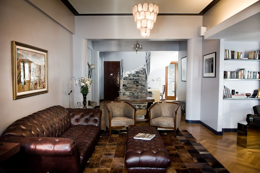 If you are someone who prefers to sit in a living room rather than a lobby, enjoys a homely atmosphere and a generous amount of common space and would appreciate the assistance of your hosts in making the most of your visit to this fabulous city, then it may be the place for you.