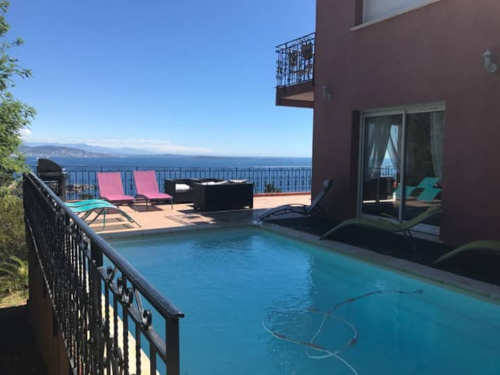 villa avec vue exceptionnelle et piscine