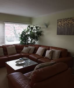 Modern, spacious and quiet apartment - Chigwell - Apartemen