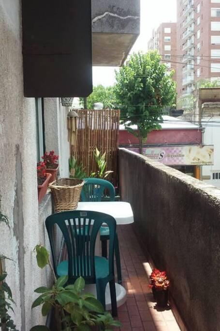 balcón para desayunar al sol