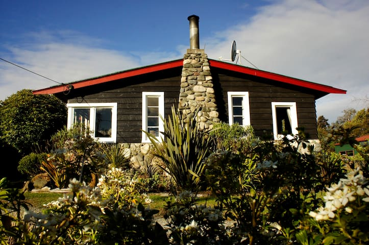 Welcome Home Cottage in Manapouri