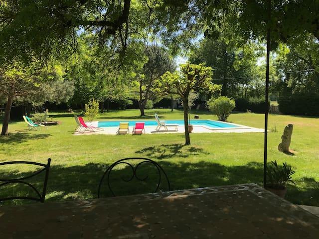 Pour VINEXPO grande maison en pierre avec piscine