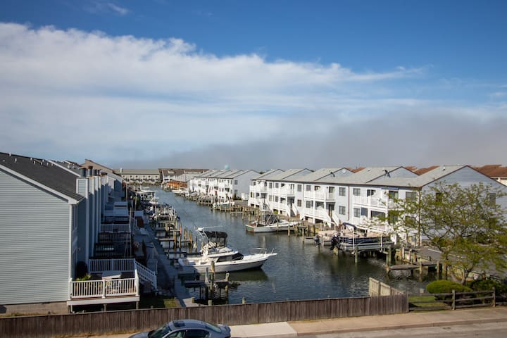 Cozy condo w/ water view & shared pool - close to Splash Mountain & Jolly Roger