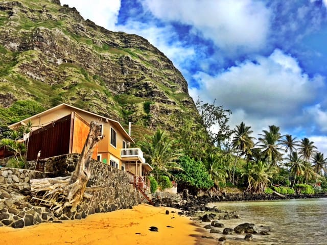 Hawaiian Living Oceanfront Retreat in Paradise