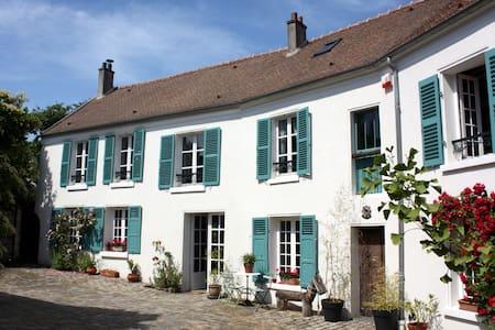 Les tilleuls - Le Plessis-Luzarches - บ้าน