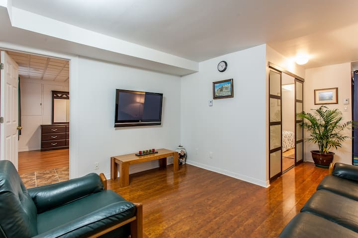 2 bed rm, prkng, wifi close 2 metro - Laval - Lejlighed