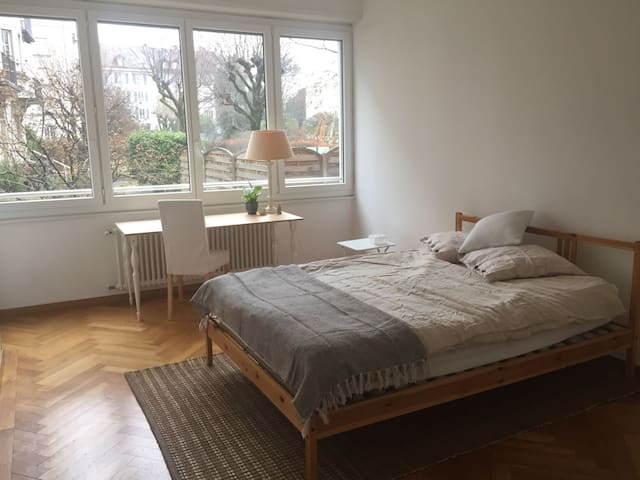 Beautiful room near the lake - Lausanne - Apartment