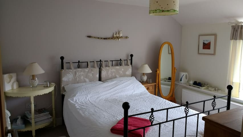 Double room in unusual home, arty and friendly