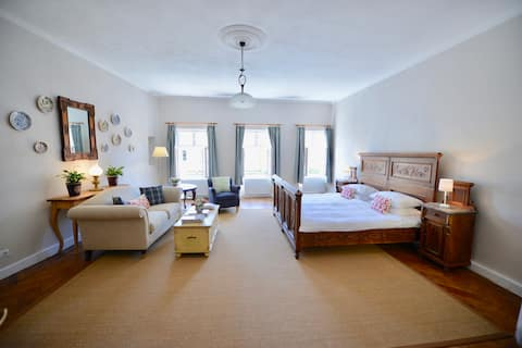 Augustus Apartments - King Apartment