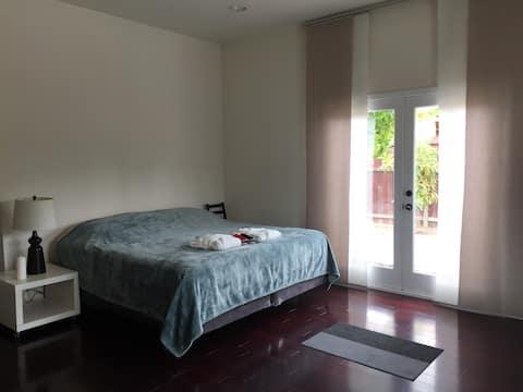 Cozy bedroom in Burbank