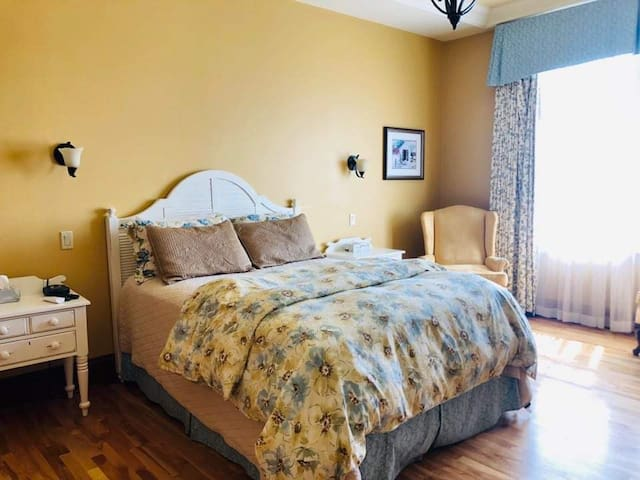Room in Beautiful Historic Home - Downtown Shediac