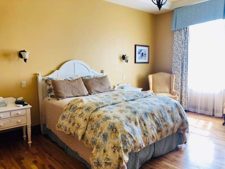 Room in Beautiful Historic Home - Downtown Shediac