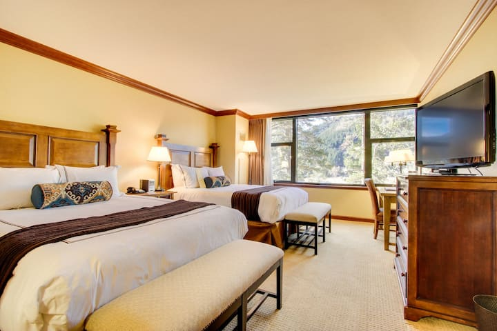 Studio w/ ski-in/ski-out access, heated pool, hot tub, & views! Family-friendly!