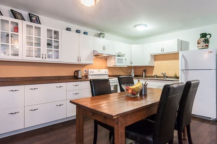 Fully Functional Kitchen with all Basic Amenities Provided