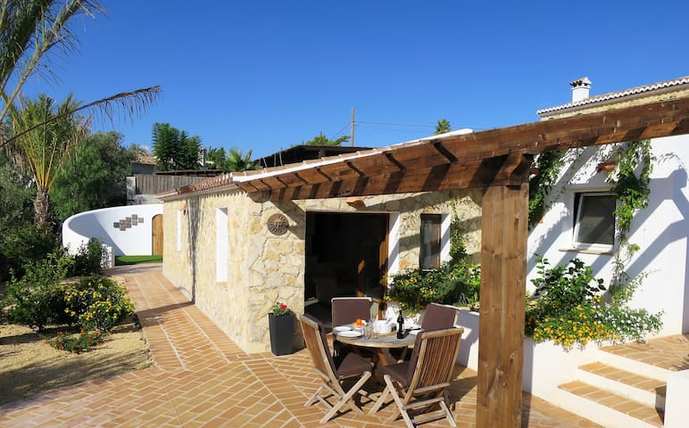 Private, attractive stand alone Guest House - Javea - Guesthouse