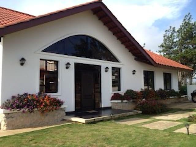 Cerro Azul - fabulosa vista y clima - Panama City - House