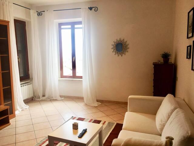 salone con divano letto - living room with sofa bed