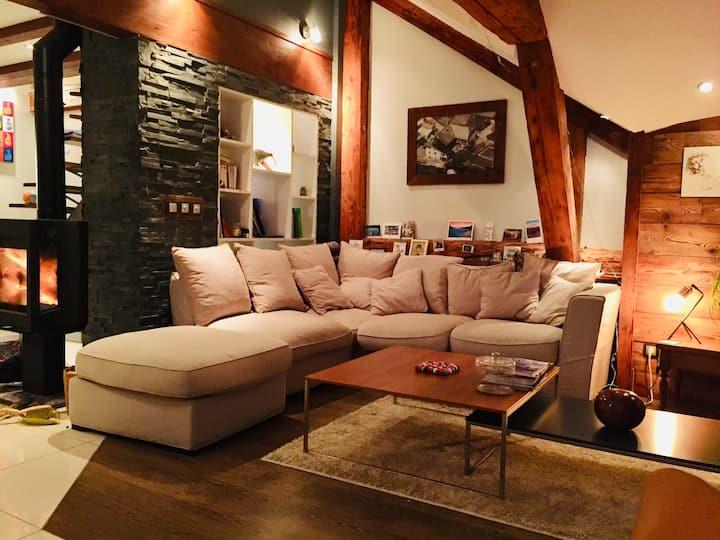 Grand appartement moderne avec belle vue montagne