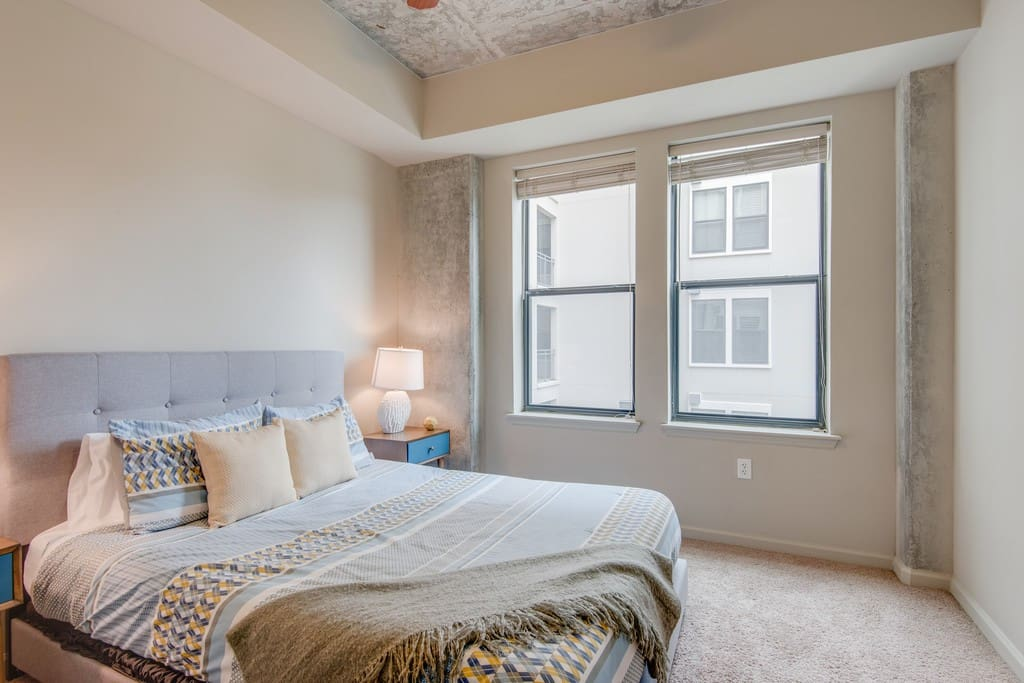 Warm And Inviting Midtown Luxury 2 Bedroom Apartments