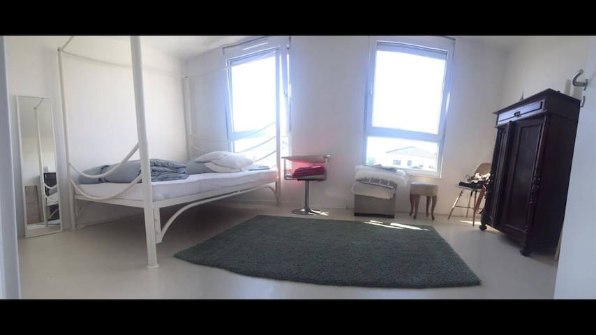 cosy room in easy going flat share - Berlín - Casa