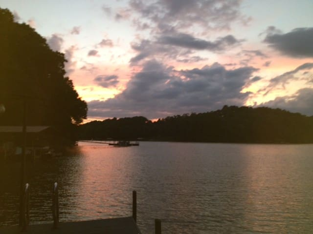 Clemson fans - Wonderful lake home for rent! - Seneca - Rumah