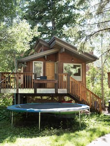 Big Cozy Heated Tree House in unbeatable location.