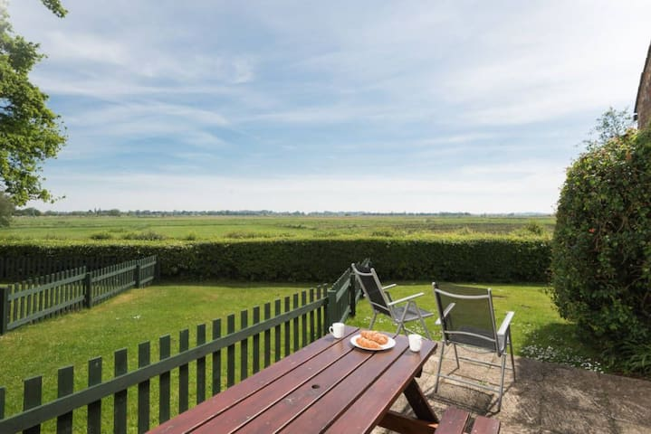 Riverview Cottage is a spacious, three bedroom, two bathroom cottage, sleeping up to seven* people and has picturesque views of Ludham Bridge and the River Ant, over the water meadows.
